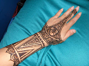 Who needs a permanent tattoo when there are Mehndi Tattoos?